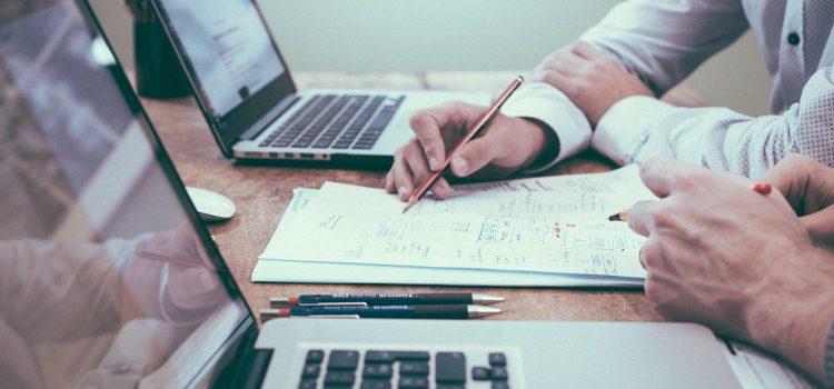 Il consulente supporta e aiuta a raggiungere gli obiettivi dell'imprenditore. Analizzando e studiando la strategia migliore insieme.